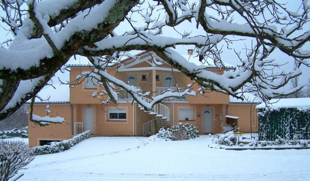 Grand gîte en Ariège Pyrénées. Neige en hiver