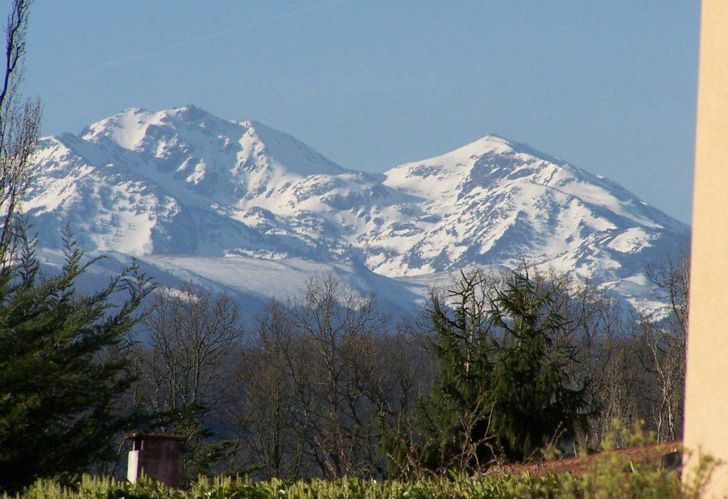 """Location grand gîte en Ariège Pyrénées avec piscine """"Aux 4 saisons"""