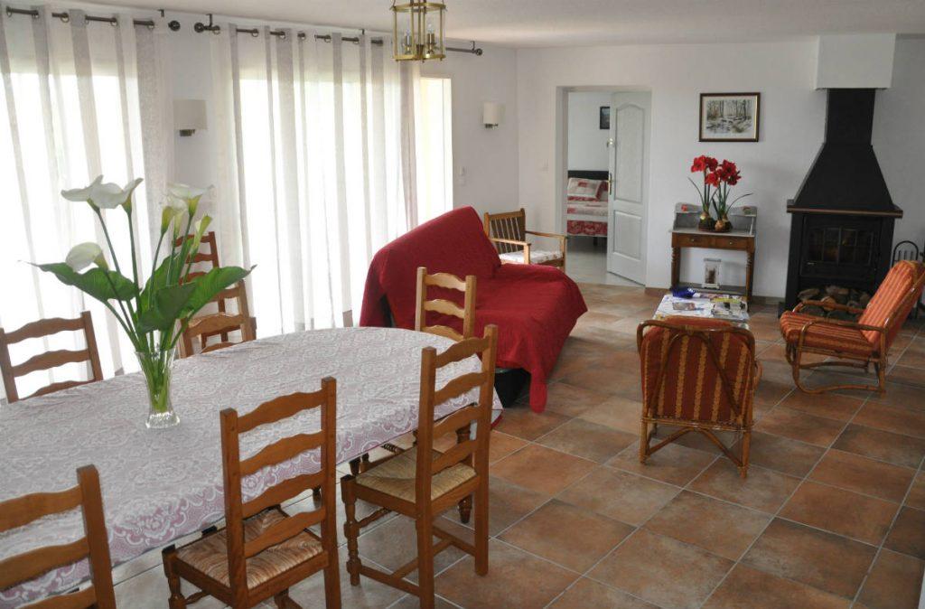 Location grand gîte en Ariège Pyrénées. Grande salle à manger pour famille