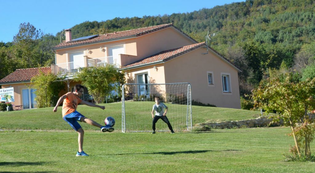Location grand gîte avec piscine en Ariège Pyrénées, famille avec enfants