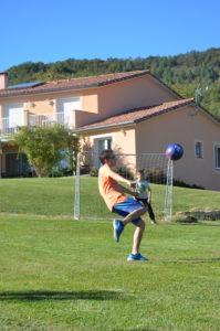 Jeux d'ado au grand gîte des 4 Saisons en Ariège